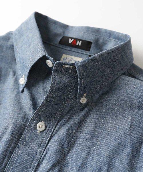 Chambray Buttondown Shirt 10055400010: Blue